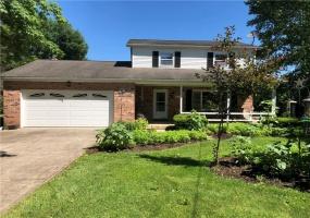 820 Moorlands Drive, Springfield, OH - Ohio 45506, 3 Bedrooms Bedrooms, ,2 BathroomsBathrooms,Farm (5 Acres Or More),For Sale,Moorlands,428295